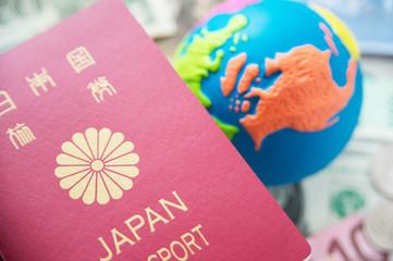 パスポート 地球儀 旅行 イメージ