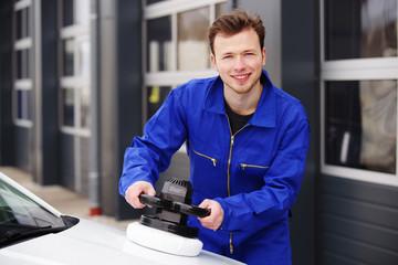 Auto-Aufbereitung, Politur mit einer Maschine