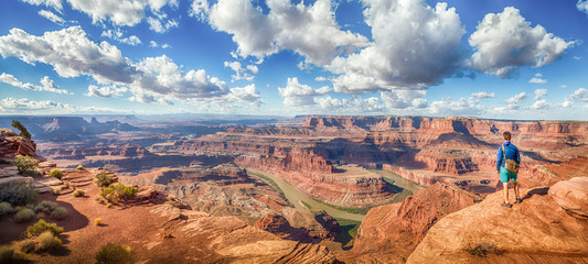 Foto op Plexiglas Arizona Hiker in Dead Horse Point State Park, Utah, USA