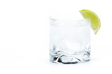 vodka soda with a lime