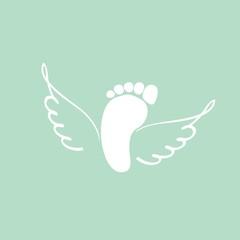 отпечаток ноги и крылья
