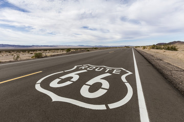 Fotobehang Route 66 Route 66 Highway Sign in the California Mojave Desert