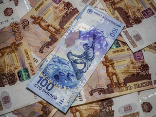 The banknote face value of 100 rubles banknote in 5000 rubles.