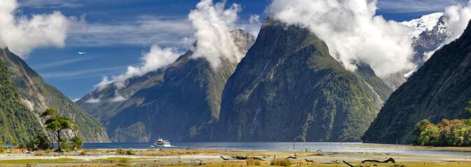 Foto op Canvas Nieuw Zeeland Activities at Milford Sound (Fjordland, New Zealand)
