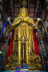 Größte Buddhastatue welteit im Kloster Gandanetschinlen in Ulan Bator, der Hauptstadt der Mongolei