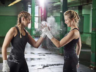 Two female shaking hands after martial arts training Fototapete