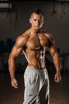 Bodybuilder posing on GYM