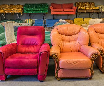 Recycling Verkauf secondhand gebrauchte Sitzmöbel Sessel und Sofas - Recycling  sale second-hand sofas
