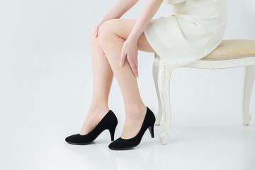 足を気にする女性