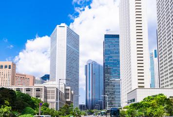 新緑のオフィス街 新宿副都心