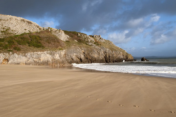 UK, Wales, Pembrokeshire, Barafundle Bay in autumn sun