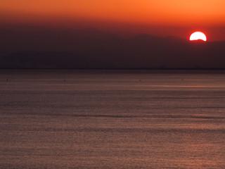 四国山脈に落ちる夕陽