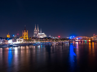 Fotomurales - Panoramic View of Cologne, Germany at night