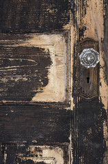 Printed kitchen splashbacks Fontaine Old weathered antique beat-up wood panel door with chipped peeling paint and glass crystal doorknob and rusted plate
