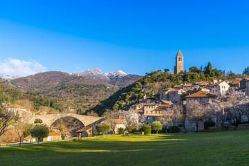 Village d'largues en Occitanie, Hérault en France