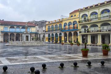 Plaza de España lloviendo en La Habana (Cuba)