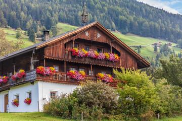 Großer, alter Bergbauernhof