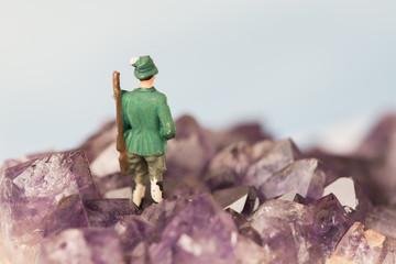 Modell Figur eines Jägers in den Bergen als Miniatur Modell.
