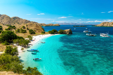 Foto auf Leinwand Tropical strand Panoramic view of Pink Beach, Komodo Nation Park, Flores Island, Indonedia.