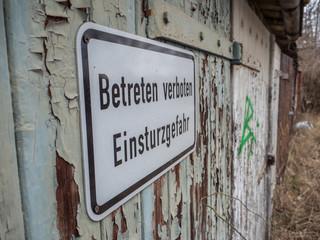 Betreten verboten Einsturzgefahr Schild