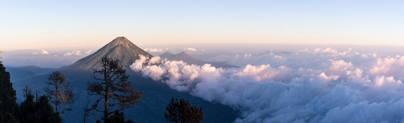 Coucher de soleil sur le volcan Agua, Guatemala