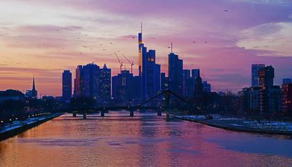 Frankfurt am Main mit Skyline in der Morgendämmerung, Hessen