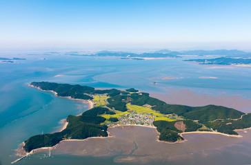Luftaufnahme der Insel Jangbongdo vor Seoul / Incheon  (Südkorea)