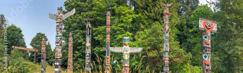 Wall mural Totem Poles in Stanley Park, Vancouver - Canada.
