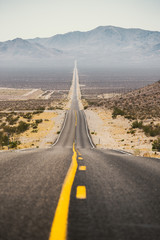 Fototapete - Classic Highway scene in the American West, USA