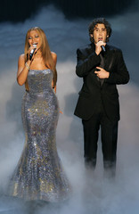 Beyonce and Josh Groban perform at the 77th annual Academy Awards.