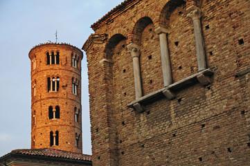 Ravenna, Rovine del Palazzo Imperiale e campanile di Sant'Apollinare Nuovo