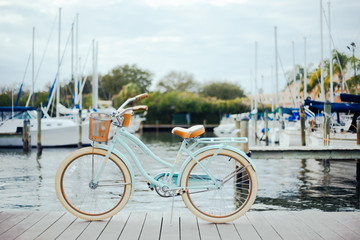 Photo sur Plexiglas Velo Bicycle on a dock