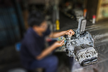 The technician assemble the car engine type horizontally