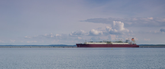 GAS CARRIER - Ship moored to the wharf