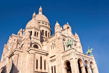 Wall Mural - Sacre-coeur basilica on Montmartre, Paris, France
