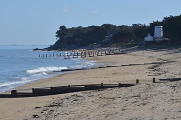Pieux anti érosion, plage du vieil, île de Noirmoutier, Vendée