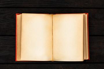 Fotoväggar - Open book on dark background