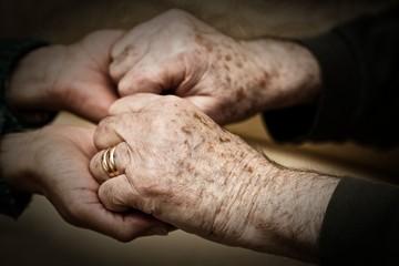 Dare forza e sostegno a persone anziane