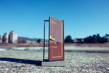 ドアと青空