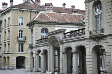 Rue et Palais du vieux Berne en Suisse