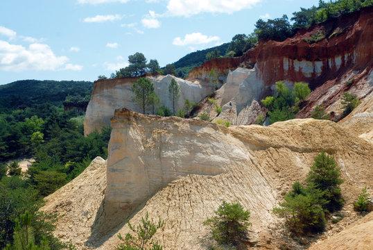 Rustrel (Vaucluse) le Colorado Provençal, Parc naturel régional du Luberon, carrières d'ocre, Provence