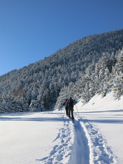 skieurs de rando dans la neige