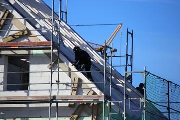 Zimmerer bei Dacharbeiten