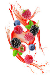 Photo sur Toile Dans la glace berry mix in juice splash isolated on a white background