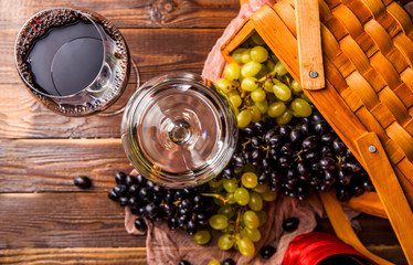 Photo of two wine glasses with wine, grapes