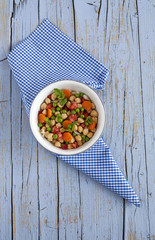 Salad of chickpeas and fresh vegetables
