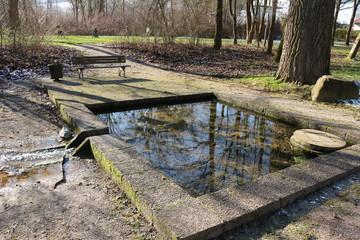 Die Ackerbrunnenquelle vor Kloster Brunshausen in Bad Gandersheim