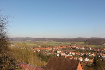 Weitblick von der Burgruine Greene ins Weserbergland