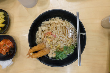 Koreanisches Gericht mit Stäbchen