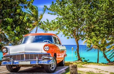 Cadres-photo bureau Voitures enfants Amerikanischer weiss orange farbender Oldtimer parkt am Strand von Varadero Kuba - HDR - Serie Cuba Reportage